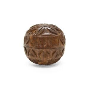 grinder in legno intarsiato